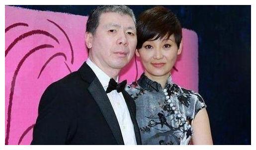 梁朝伟在颁奖礼上牵起张曼玉的手,刘嘉玲反应绝了,叫人意外