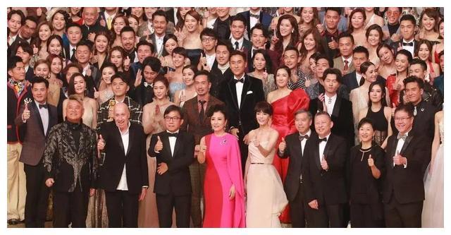 集齐了1992年TVB台庆经典图片,四大天王青涩,王菲貌美