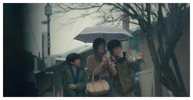 金秀贤《精神病但没关系》炒码面、雨伞的意义,味觉触动的情感