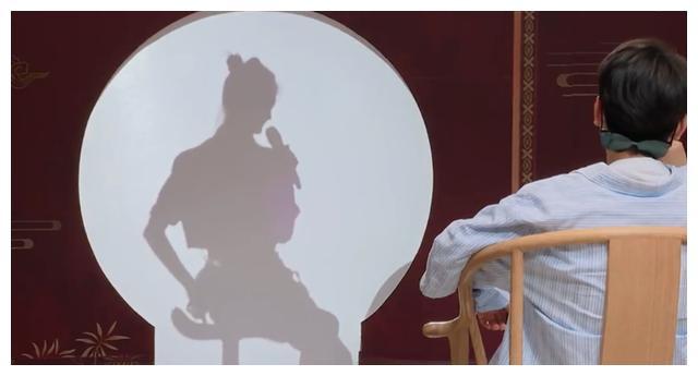 孟鹤堂承认离婚后再婚,和前妻的婚纱照曝光,秦霄贤避谈现任嫂子