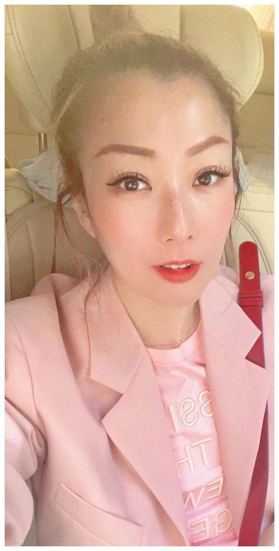 48岁郑秀文自曝害怕整牙,去到诊所门口不敢进,网友别再犹豫了