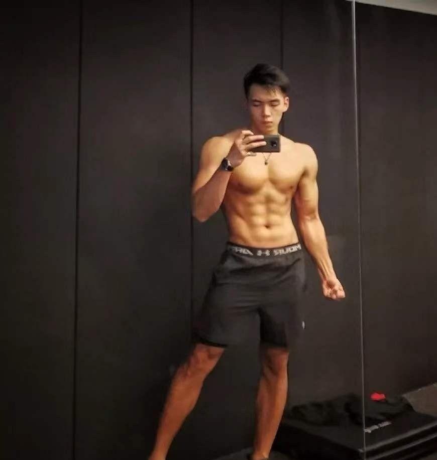帅哥爱健身,身材好到迷人眼,魅力十足惹人爱