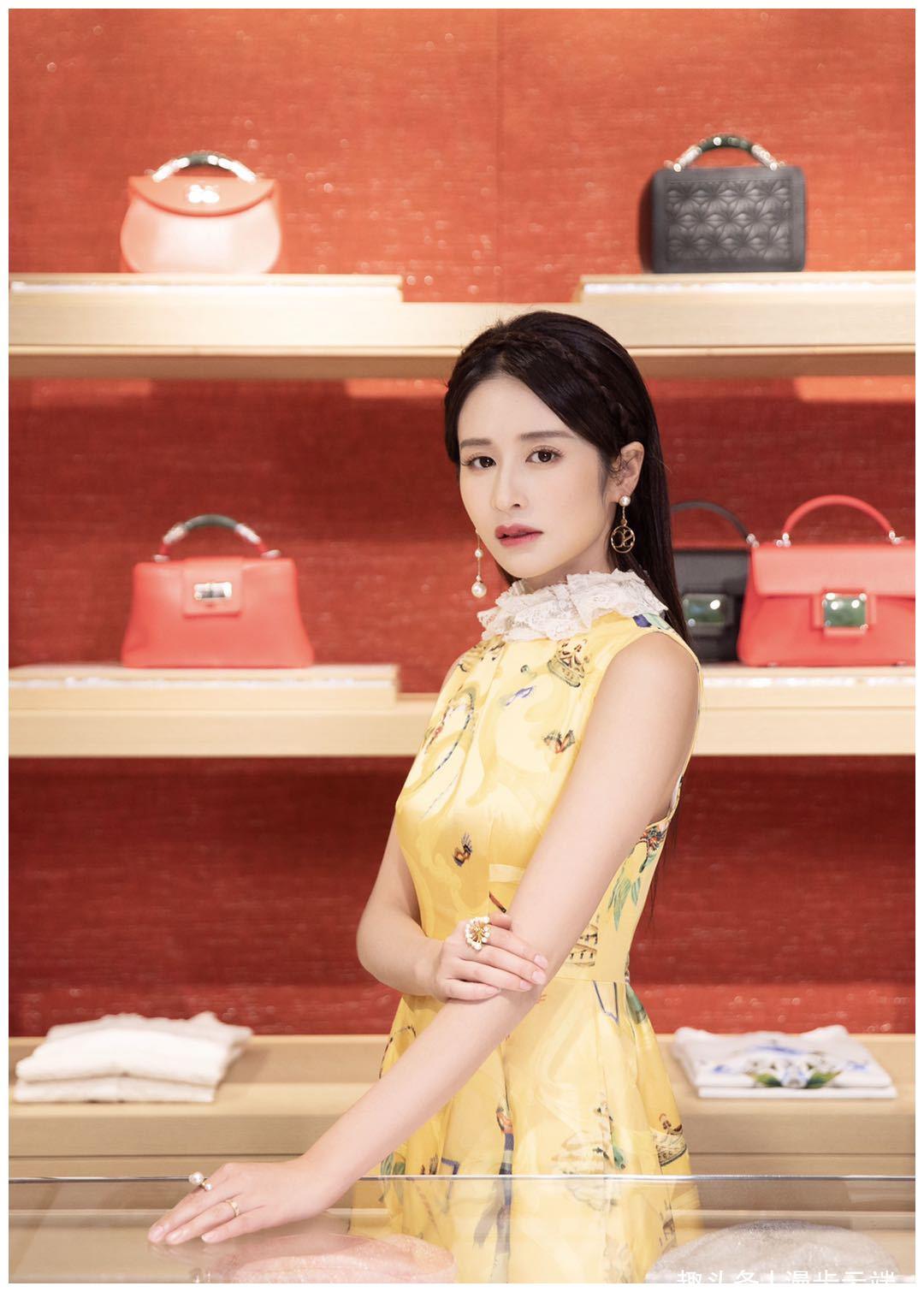 杨颖穿黄色系太魔性了,有种贵妃的既视感