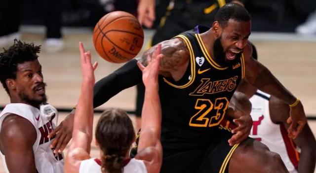 NBA总决赛第5场湖人对热火的对决,最终以半场湖人56:60落后告终