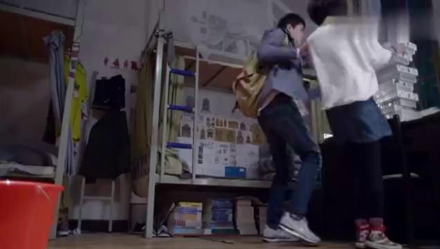 致青春:陈孝正因郑微碰自己东西,俩人而争吵起来