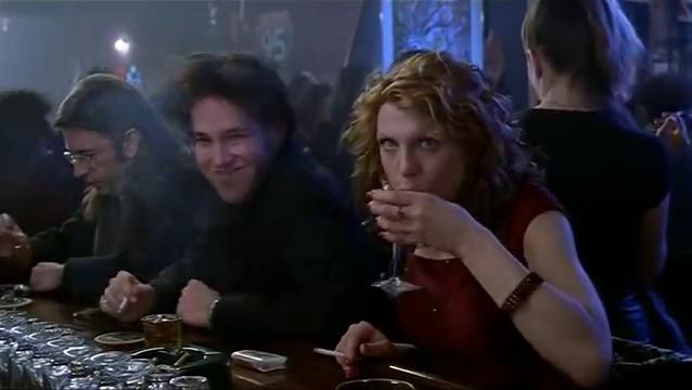除夕夜,美女在酒吧撩帅哥,一撩一个准