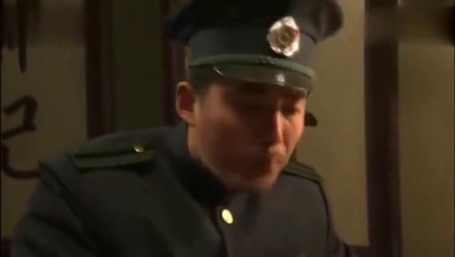 《铁道游击队》太野安排张兰值夜班 自己却跑到张兰家