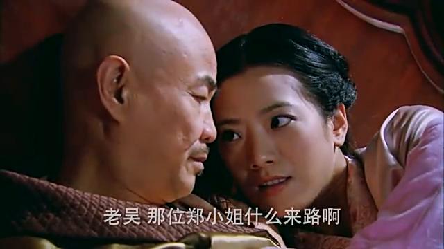 孤胆英雄:吴站长与秘书一起,两人谈论工作,方式有点特别