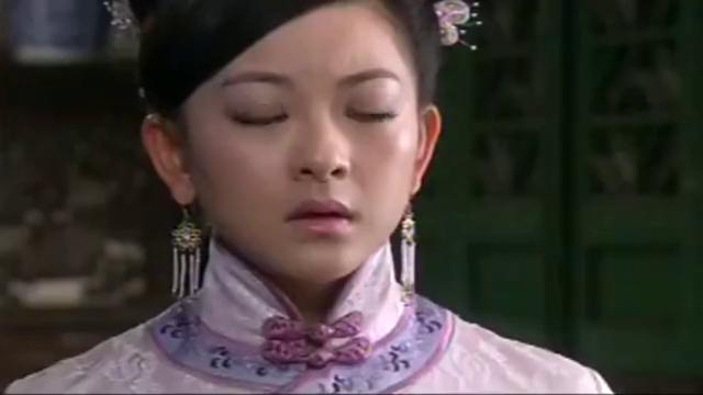 方心兰闷闷不乐,准备拜佛求子,却无意撞见在佛祖面前忏悔的玉娘