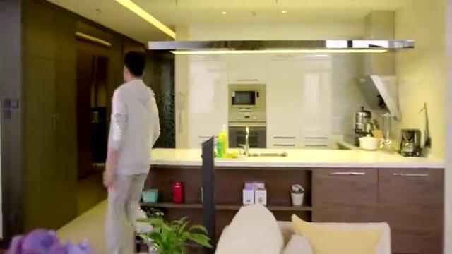男子开门便质问佟大为,到底喜不喜欢陈乔恩!