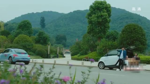 薛之谦车坏了,李菲儿刚好在附近