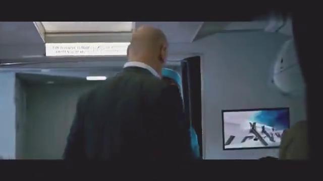 飞机上遇见傲慢无礼的乘客,殴打乘务员,副机长这么做太man了