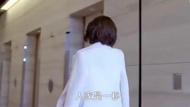 电梯里同样是母亲打来催婚的俩人,这段互损,简直是绝了!