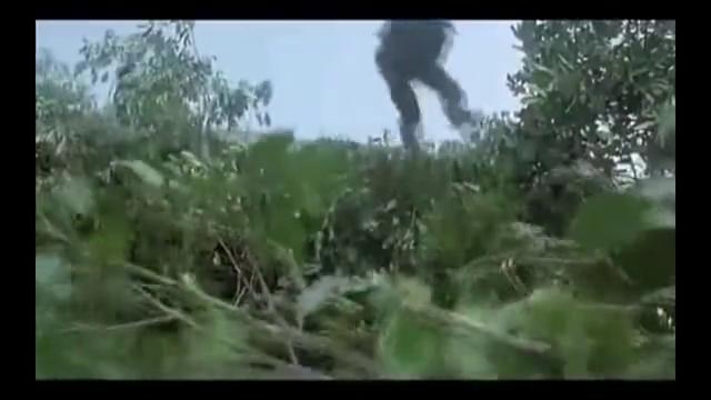 经典港片!特种兵10000米高空跳伞,成龙这段演的真拼命!