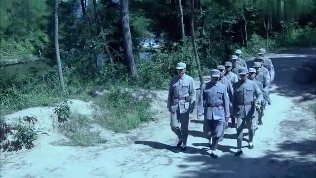 雪豹坚强岁月:鬼子埋伏在山头,张仁杰想逃跑,不料被敌人俘虏