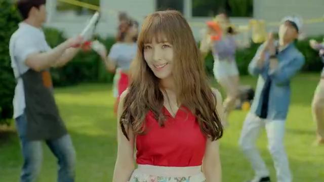韩国女团MV歌曲,表情到位,穿棒球服的小姐姐让人着迷