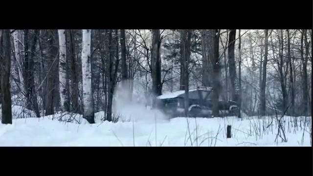 雪暴:满载黄金的车陷入积雪 路遇警察帮助 发生枪战