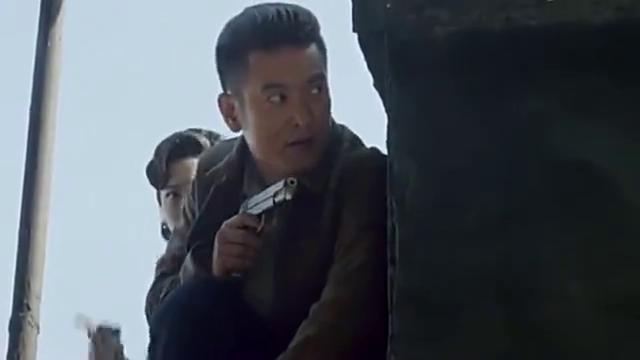 鬼子车站袭击高手,没想到,特工突然出现相救,枪法高超干掉日军