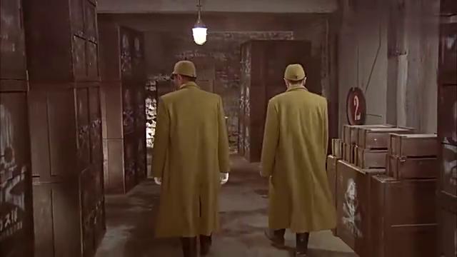 八路潜进鬼子秘密仓库,地形复杂让鬼子帮忙带路,真是一举两得