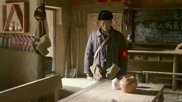 村民过年吃了顿饺子,不料却被人定了大罪,村民被逼的当场上吊!