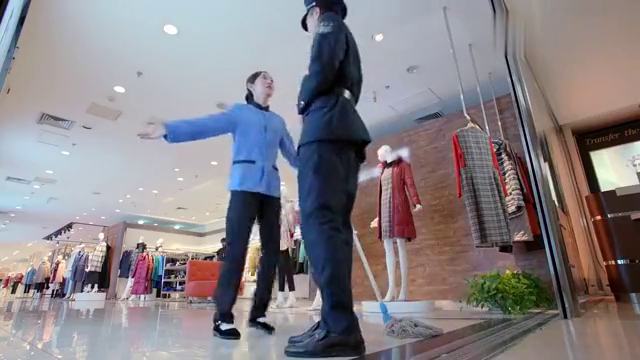 清洁工小妹竟要给小保安成立粉丝后援会,连口号都想好了