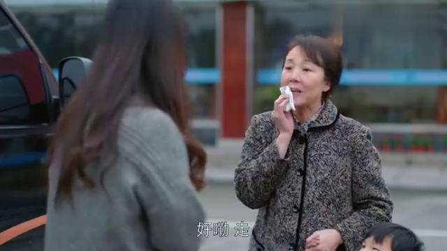 樊胜美偷走了家里的房产证,安迪顿时惊了,樊胜美竟变得精明了!