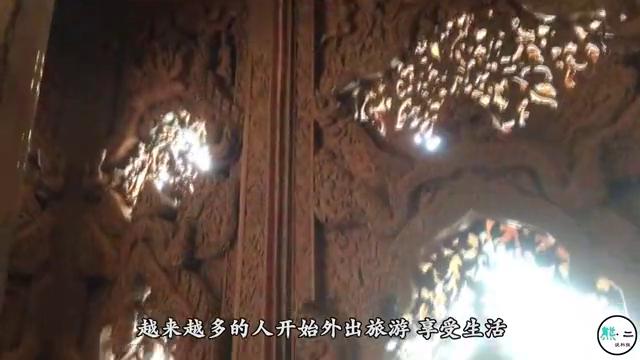 """泰国高僧在""""滚烫""""的油锅中打坐,一名游客当场揭穿,这下尴尬了"""