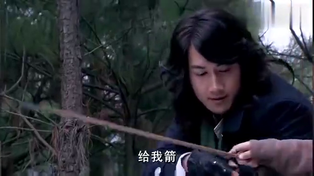 日本人来到荣公馆抓人,双方正在对峙,徐锦川突然偷袭