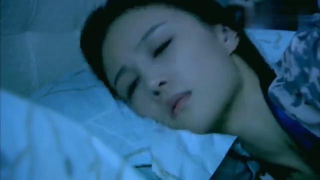 美女半夜睡醒,一摸床边丈夫没了,不料一看楼下瞬间不淡定了