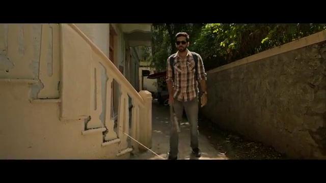 电影:男子假扮盲人享受优待,什么都能偷看到,不料最后引火上身