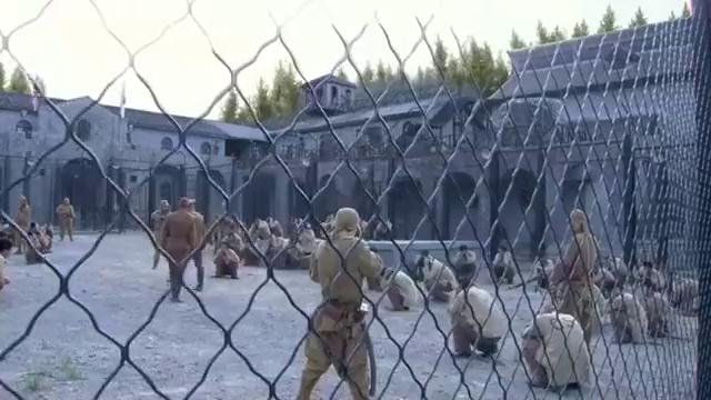小伙得了传染病,在鬼子集中营里丧生,军医想用他做实验