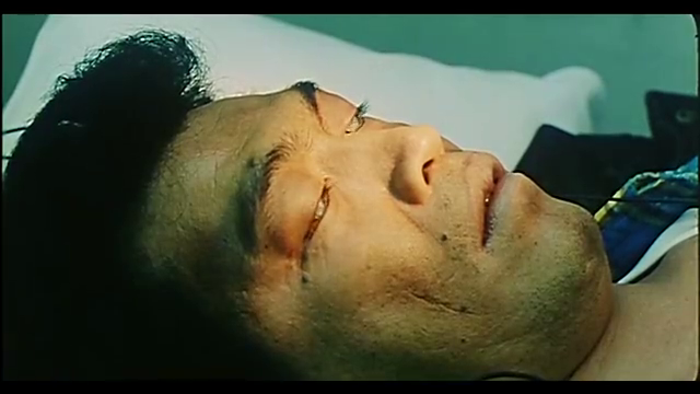 男子去医院体检晕倒,医生都说他死了,他却用电疗器救活了自己!