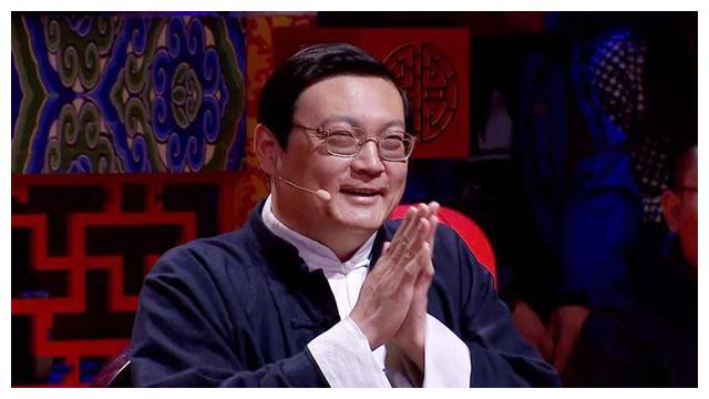 前CCTV主持人梁宏达无奈退圈,所有节目被停播,网友:停的好