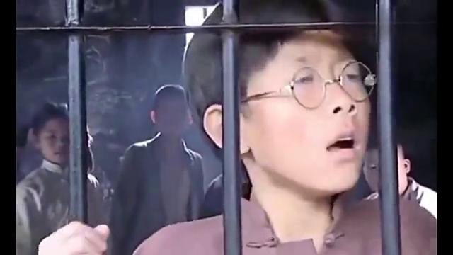 影视剧:小家伙一口流利的日语,鬼子听完后顿时懵圈了,真是厉害
