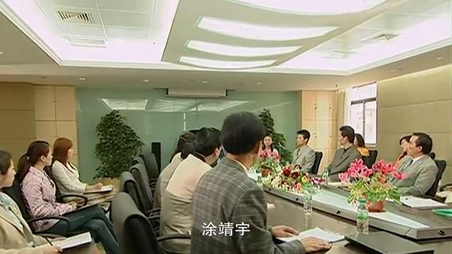 宋伟励在公司上向大家介绍靖宇,涂靖宇出特别助理一职