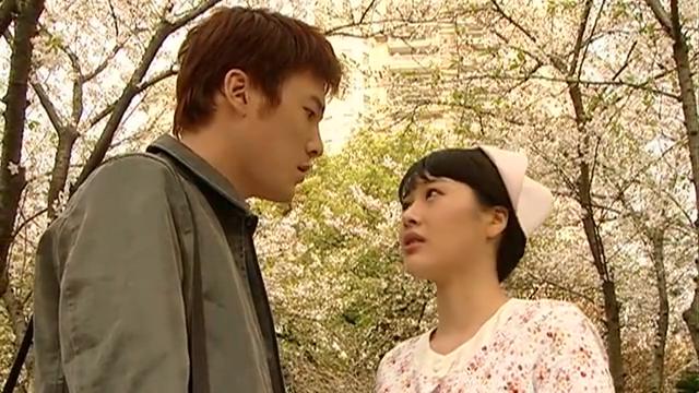 箬婷和崔浩哲在海边散步,问大家为什么都不喜欢裴振东?