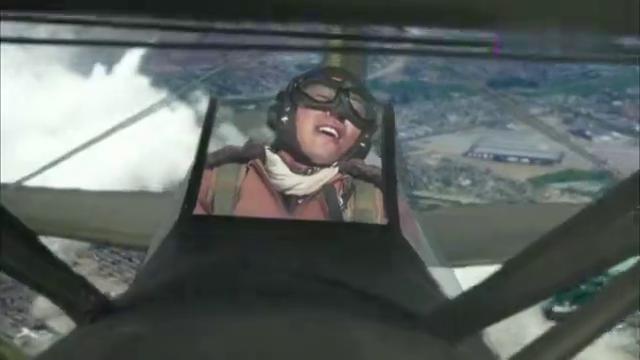 远去的飞鹰:战斗机空中表演,直坠下落转体,台上众人傻了