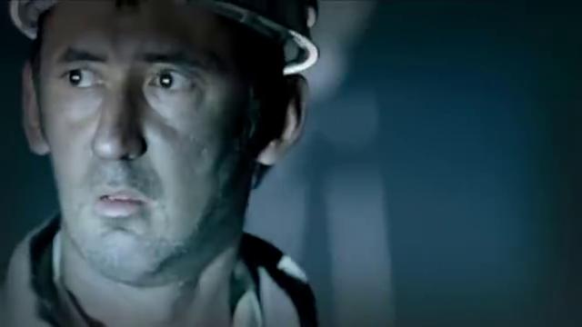 阿里工具包里掉出了杀害约瑟夫带血的匕首,阿里猖狂而逃