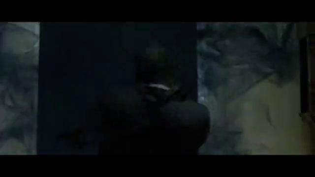 瞬间移动超能力者袭击总,单枪匹马解决所有保镖,将匕首插在桌上
