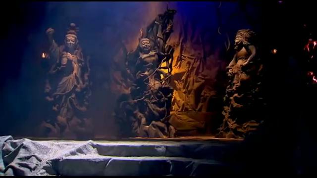 石像突然显灵,下一秒石像幻化成倾国倾城的美人,众人纷纷跪拜!