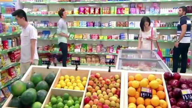 情况紧急,男医生只好在超市里接生,夫妻二人吓出心理阴影