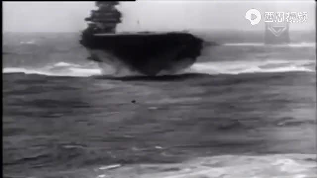杜立特率队奔袭千里,成功轰炸东京,罗斯福亲自为他佩戴勋章