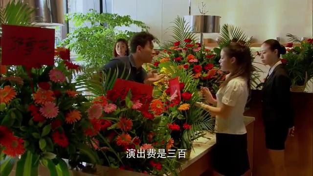 """小伙""""好心""""为花儿找工作,原来是想昧下她的辛苦费,太坏了"""