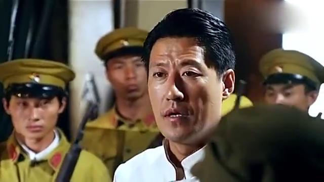 我军假扮日本领导,巧妙的将其一网打尽。敌人很容易骗?