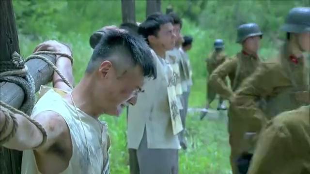 军统不把小伙放眼里,哪知他的身份比军统还牛,吓得军官都懵了!