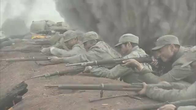 鬼子出动装甲车猛攻国军阵地,战士们血战到底 绝不后退