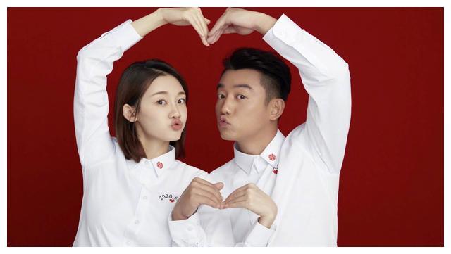 郑恺苗苗521晒结婚证,简单白衬衣,洋溢着满满的幸福感