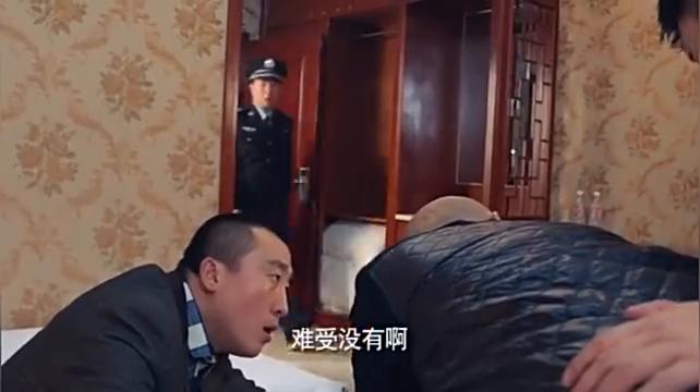 男子报案说有强奸案,警察赶到看到一老头,男子看到警察竟笑了