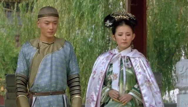 甄嬛传:为何第二次滴血认亲甄嬛要给这个人下跪,原来深爱果郡王