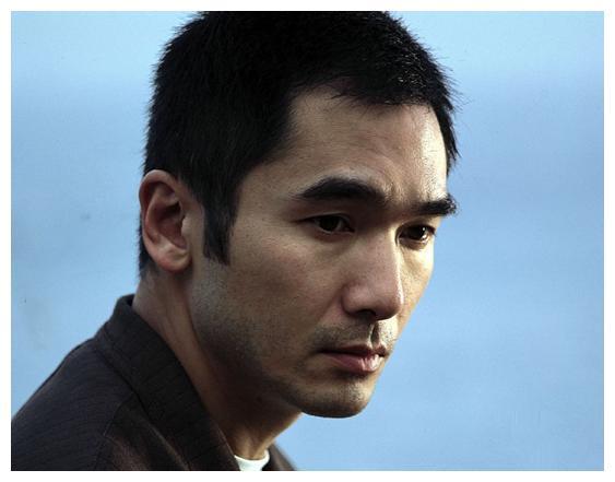 """方中信从未大红大紫,却是有口皆碑的型男,别名""""香港理查基尔"""""""
